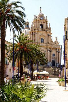 Chiesa di San Giorgio - Ragusa Ibla Ph. Hen-Magonza (Flickr) #visitsicily #baroque