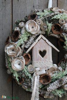 Hajnali harmat - ajtódísz (anniesdesign) - Meska.hu Floral Wreath, Wreaths, Bird, Outdoor Decor, House, Home Decor, Easter Activities, Decoration Home, Home