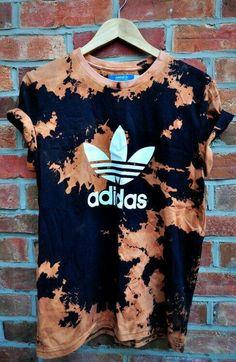 t-shirt adidas bleached vintage hipster t-shirt dope t-shirt t-shirt shirt adida. Urban Fashion, Diy Fashion, Ideias Fashion, Street Fashion, Mens Fashion, Fashion Trends, Vintage Hipster, Vintage Style, T Shirt Hipster