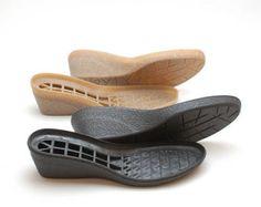 Negro suela de goma para tus propios proyectos. La fuente para los zapatos de ganchillo de fieltro hecho a mano, botas de nieve. Estas suelas de goma hará su calzado hecho a mano apto para uso exterior en el invierno. Alto de los bordes y hace conveniente para las condiciones húmedas botas de fieltro. Si necesita Color Beige de este modelo, usted puede pedirlo en mi tienda: https://www.etsy.com/listing/479788105/rubber-soles-beige-tan-for-your-own  ¡ Atención! Estos soles son para venta por…