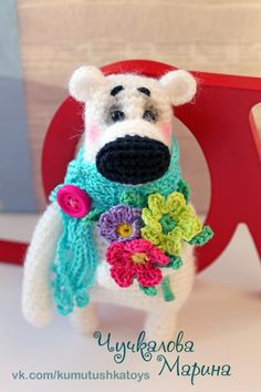 Teddy Bear with a Bouquet - Free Amigurumi Russian Pattern here: http://kumutushka.blogspot.ru/2014/03/blog-post_1.html