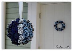 DIY: Sinivalkoiset kranssit! Hanukkah, Koti, Wreaths, Halloween, Decor, Dekoration, Decoration, Door Wreaths, Deco Mesh Wreaths