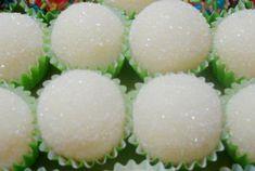 Receitas - Beijinhos da Mel - Petiscos.com Com exceção da paçoca, beijinho é meu doce predileto, humm! ;)