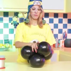 Balloon Decorations 53989 Video teaching how to make balloon minions. Minion Party Decorations, Birthday Party Decorations Diy, Minion Party Theme, Minion Balloons, Birthday Balloons, Wedding Balloons, Balloon Columns, Balloon Garland, Balloon Crafts