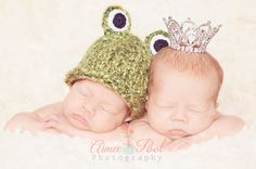 Newborn Twin Photography the princess and the frog ♡ this is adorable and a perfect way to show the genders