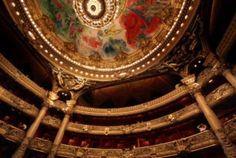 Et si vous alliez au théâtre ce soir ? Devant la variété de l'offre et la variété des différentes programmations, les théâtres français permettent à tout le monde de se divertir, quel que soit son mode de vie. Il y en a donc pour tous les goûts et pour toutes les bourses. A vous de choisir l'option qui vous convient le mieux pour dénicher des places de théâtre moins chères.