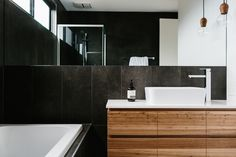 Spacious with lots of natural light, this Barwon Heads home, designed by Melbourne bas. Bathroom Spa, Bathroom Interior, Bathroom Ideas, Bathroom Black, Minimal Bathroom, Vanity Bathroom, Master Bathroom, Bathroom Lighting, Bathroom Design Layout