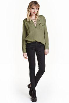 Slim Low Jeans: 5-pocketjeans van gewassen, elastisch denim met een lage taille en smalle pijpen.