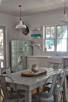 Best Amazing Retro Kitchen Design Ideas to Steal - Awesome Indoor & Outdoor Retro Home Decor, Home Decor Kitchen, Country Kitchen, New Kitchen, Vintage Kitchen, Kitchen Design, Kitchen Ideas, Awesome Kitchen, Modern Retro Kitchen