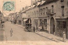 Ancienne carte postale  Rue du Connetable à Chantilly (Oise)