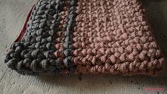 Bolso de trapillo bicolor   http://customizandomivida.blogspot.com.es/2015/06/bolso-de-trapillo-para-el-ipad.html