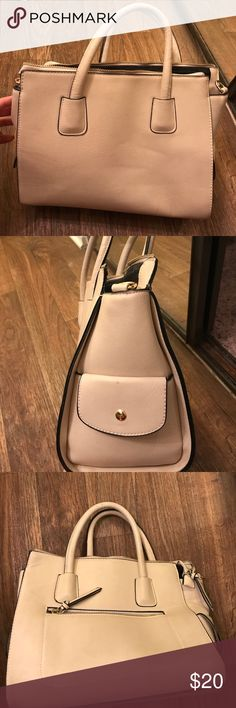 Forever 21 Purse Used only a handful of times! Cute nude bag for a perfect date night, or a long work day! Forever 21 Bags Totes