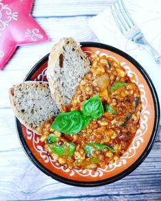 Farro al ragù di lenticchie e olive nere
