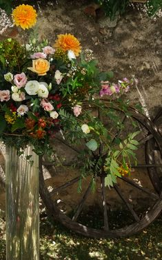 Huge Dahlias and the most gorgeous David Austin roses in peach for this casual italian country wedding David Austin Roses, Centrepieces, Italy Wedding, Dahlias, Lake District, Flower Delivery, Peach Colors, Wedding Flowers, Floral Design