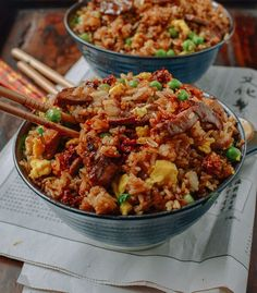 Classic Beef Fried Rice Beef fried rice is definitely one of our favorite items on your average Chinese takeout menu. Find out how to make an easy & better beef fried rice at home! Rice Recipes, Asian Recipes, Beef Recipes, Dinner Recipes, Cooking Recipes, Ethnic Recipes, Cooking Tips, Beef Fried Rice, Good Food