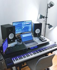 What do think about this studio? What do think about this studio? Studio Desk Music, Home Recording Studio Setup, Home Studio Setup, Studio Ideas, Music Desk, Configuration Home Studio, Small Studio, Room Setup, My New Room