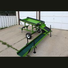 New and ready to go into service 40 in. x 48 in. hopper 12 in. x 8 ft. sluice Multiple spray bars Mutiple riffles for gold collection Towable behind a quad 16 in. wheels Great for testing. Gold Sluice, Gold Mining Equipment, Panning For Gold, Gold Prospecting, Treasure Hunting, Metal Detecting, Gold Wash, Gold Diy, Rocks And Gems