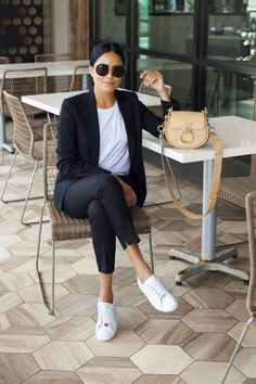 The official website of A Parisian in America by Alpa R -- Le site officiel du site A Parisian in America par Alpa R Casual Work Outfits, Mode Outfits, Chic Outfits, Spring Outfits, Casual Wear, Fashion Outfits, Womens Fashion, Fashion Trends, Fashion Bloggers