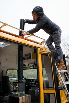 How to Easily Install a Wood Stove in a Camper Van - Outbound Living - van life Small Truck Camper, Vw T3 Camper, Kombi Motorhome, Small Trucks, Camper Life, Mini Wood Stove, Rv Wood Stove, Camper Stove, Van Living