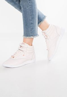 Reebok Classic FREESTYLE HI MUTED - High-top trainers - pale pink/white/shadow for £69.95 (03/03/18) with free delivery at Zalando