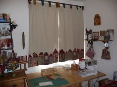 perde Club Couture, Cortinas Country, Patchwork Curtains, Cute Curtains, Quilting Room, Study Rooms, Fabric Houses, Sewing Rooms, Patch Quilt