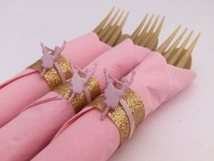 Perfect for a ballerina theme party. These cute flatware sets include gold flatware, pink napkin tied with a gold ribbon and a dancing