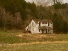 Old Abandoned Houses, Abandoned Places, Old Farm Houses, Carpe Diem, Farmhouse Style, Building A House, Buildings, History, House Styles
