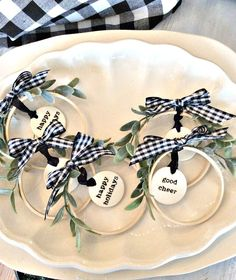 Christmas Decor Ideas using embroidery hoops on a rustic white washed shutter, along with some embroidery wreath ornaments. Christmas Decor Ideas using embroidery hoops on a rustic white washed shutter, along with some embroidery wreath ornaments. Diy Christmas Ornaments, Homemade Christmas, Diy Christmas Gifts, Christmas Projects, All Things Christmas, Holiday Crafts, Christmas Ideas, Hanging Christmas Decorations, Christmas Decorating Ideas