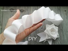 Amazing Focus with tape 😍 Did you know about this method Diy Bow, Diy Ribbon, Ribbon Work, Ribbon Crafts, Flower Crafts, Diy Flowers, Fabric Flower Headbands, Fabric Flower Brooch, Fabric Flowers