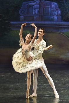 Estudiantes de Vaganova Ballet Academy en gira.