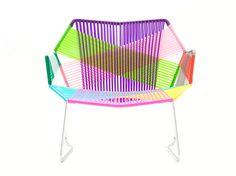 Fauteuil bas Tropicalia avec accoudoirs Motifs Carnival / Structure inox - Moroso - Décoration et mobilier design avec Made in Design