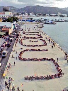 Puerto Cabello regaló hoy de manera pacífica un gran y claro #SOSVenezuela para que vean todo el mundo se entere de lo que está pasando en su tierra.