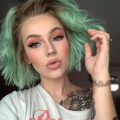 Short Green Hair with Mint Green Highlights Edgy And Glamorous Green Hairstyles The Best Green Teal Lime Green Vibrant Ombre Balayage Hairsty Short Green Hair, Mint Green Hair, Green Hair Colors, Hair Colour, Teal Green, Purple Hair, Edgy Hair Colors, Green Hair Streaks, Green Hair Ombre