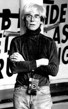 Andy Warhol with Chinon 35F-MA Compact.   Read more: http://magazine.sevendays-in.com/429/non-solo-polaroid-tutte-le-macchine-fotografiche-di-andy-warhol/
