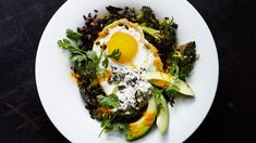 Stir-Fried Black Rice with Fried Egg and Roasted Broccoli. This is the kind of healthy, satisfying food that we all wish would simply materialize at home for dinner. But making it in parts is easier than you might think! Fried Egg Recipes, Stir Fry Recipes, Rice Recipes, Vegetarian Recipes, Healthy Recipes, Roast Recipes, Healthy Eats, Roasted Broccoli Recipe, Broccoli Recipes