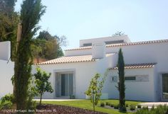 3 bedroom contemporary villa with salted water pool in Estói, Faro, Algarve, Portugal - This newly built contemporary style 3 bedroom detached villa is located in the beautiful hills of Estoi. Situated at only 3 minutes drive from the city centre of Estoi, the property has beautiful country and sea views. The villa is finished to the highest standards. - http://www.portugalbestproperties.com/component/option,com_iproperty/Itemid,16/id,1263/lang,en/view,property/#