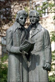 The monument to the brothers William and Jacob Grimm, the Brothers Grimm in Kassel court, Germany. Die Brüder Grimm, Grimm Tales, Brothers Grimm, Writers And Poets, World Of Books, Public Art, Sculpture Art, Bronze Sculpture, Reading