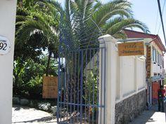 """Acceso a la Casa Museo de Pablo Neruda """"La Sebastiana"""", Calle Ferrari en el Cerro Florida         ---   Fuente:   Valparaíso en fotos.blogspot"""