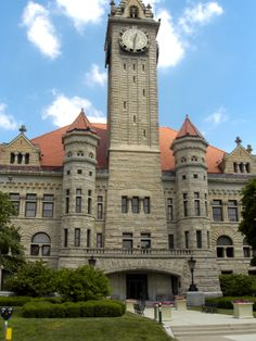 The Wood County courthouse in Bowling Green, Ohio boasts the second biggest clock hands in America.