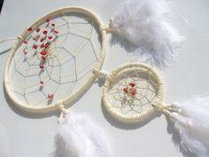 Weißer Traumfänger mit roten Achatsplittern von TRAUMnetz.com     ** DReamcatcher u.v.m.  ** auf DaWanda.com