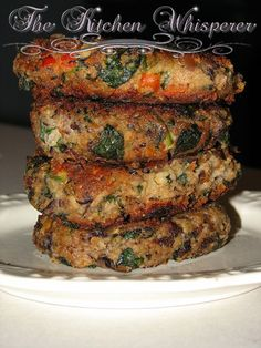 Double Bean Spinach Feta Burgers Ingredients 1 can black beans, rinsed 1 can white beans, rinsed cup onions, chopped small 1 tsp butter 1 Tbl olive oil and enough for bu… Vegetable Recipes, Vegetarian Recipes, Cooking Recipes, Healthy Recipes, Vegetarian Barbecue, Vegetarian Cooking, Veggie Burger Recipes, Homemade Veggie Burgers, Epicurious Recipes
