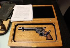 Wyatt Earp gun: This photo shows a Colt revolver believed to have been carried by Wyatt Earp during the O. Corral shootout in Tombstone Us History, American History, Old West Photos, Wyatt Earp, Guns And Ammo, Weapons Guns, Mountain Man, John Wayne, Wild West