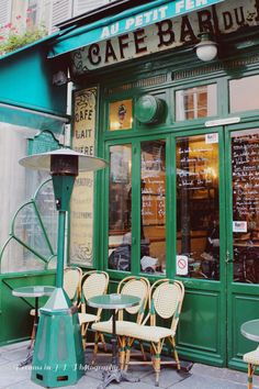 the cutest pint sized café in le marais // au petit fer à cheval // paris, france