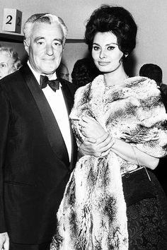 Vittorio De Sica and Sophia Loren, Sophia Loren, Hollywood Icons, Classic Hollywood, Old Hollywood, Hollywood Actresses, Italian Actress, Italian Beauty, Classic Actresses, Classic Beauty
