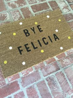 The ORIGINAL Bye Felicia polka dot outdoor mat par TheJarShoppe