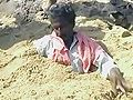 Non violents et inamovibles, les gens de Kudankulam ne cède pas d'un pouce.   कुडनकुलम प्लांट के विरोध में लोग रेत में घुसे