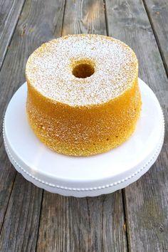 Scopri la ricetta spiegata passo passo e con video, per realizzare una Chiffon Cake alta e soffice come una nuvola. Chiffon Cake, Video, Doughnut, Cooking, Desserts, Food, Kitchen, Tailgate Desserts, Deserts