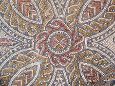 Pormenor de mosaico da Casa da Cruz Suástica!