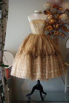 Xtabay Vintage Clothing Boutique - Portland, Oregon: Coffee and Cream Dream.I would just set that in a corner to look at. Vintage Prom, Vintage Gowns, Vintage Outfits, Vintage Fashion, Brown Vintage Dresses, 1950s Fashion, Dress Vintage, Vintage Beauty, Corsets