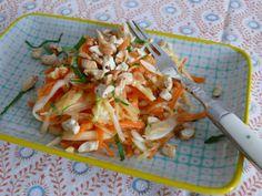 Healthy salad against cold Rohkostsalat mit Karotte, Apfel, Cashews...